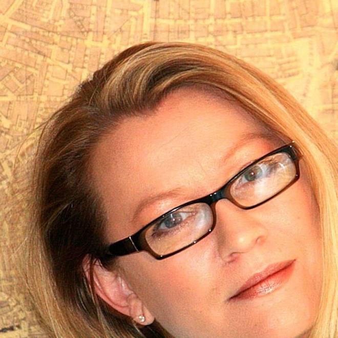 Author_EmmyCurtis
