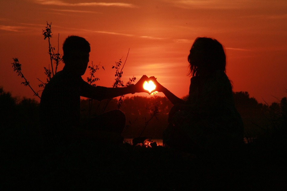 couple-915987_1280