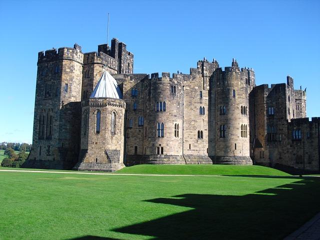alnwick-castle-92607_640