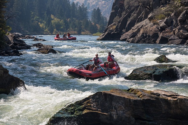 rafting-883523_640